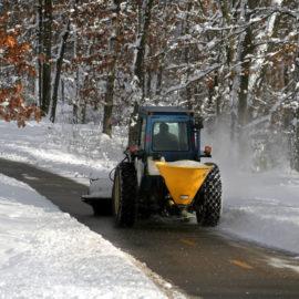 Winterdienst mit Traktor